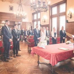 Mariage - signature des registres à la mairie